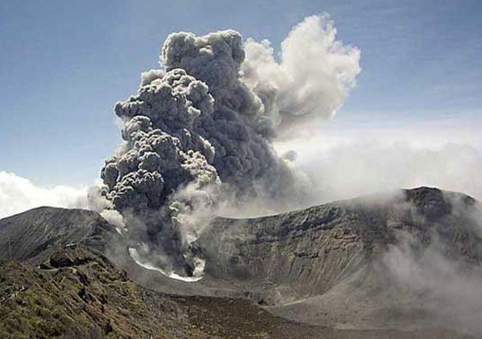 Volcán Turrialba Erupción
